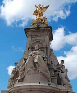 Royal St. James's Tour London with Cindy Lawford Queen Victoria Statue